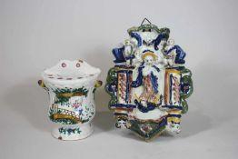2 Majolika Weihwasserbecken, Porzellan glasiert, polychrom gefasst: 1. Maria Immaculata auf