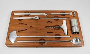 Georg Jensen Denmark Stainless Steel Bar Set, 8 Teile auf Teakbrett (Zange fehlt), Designed 1955 von