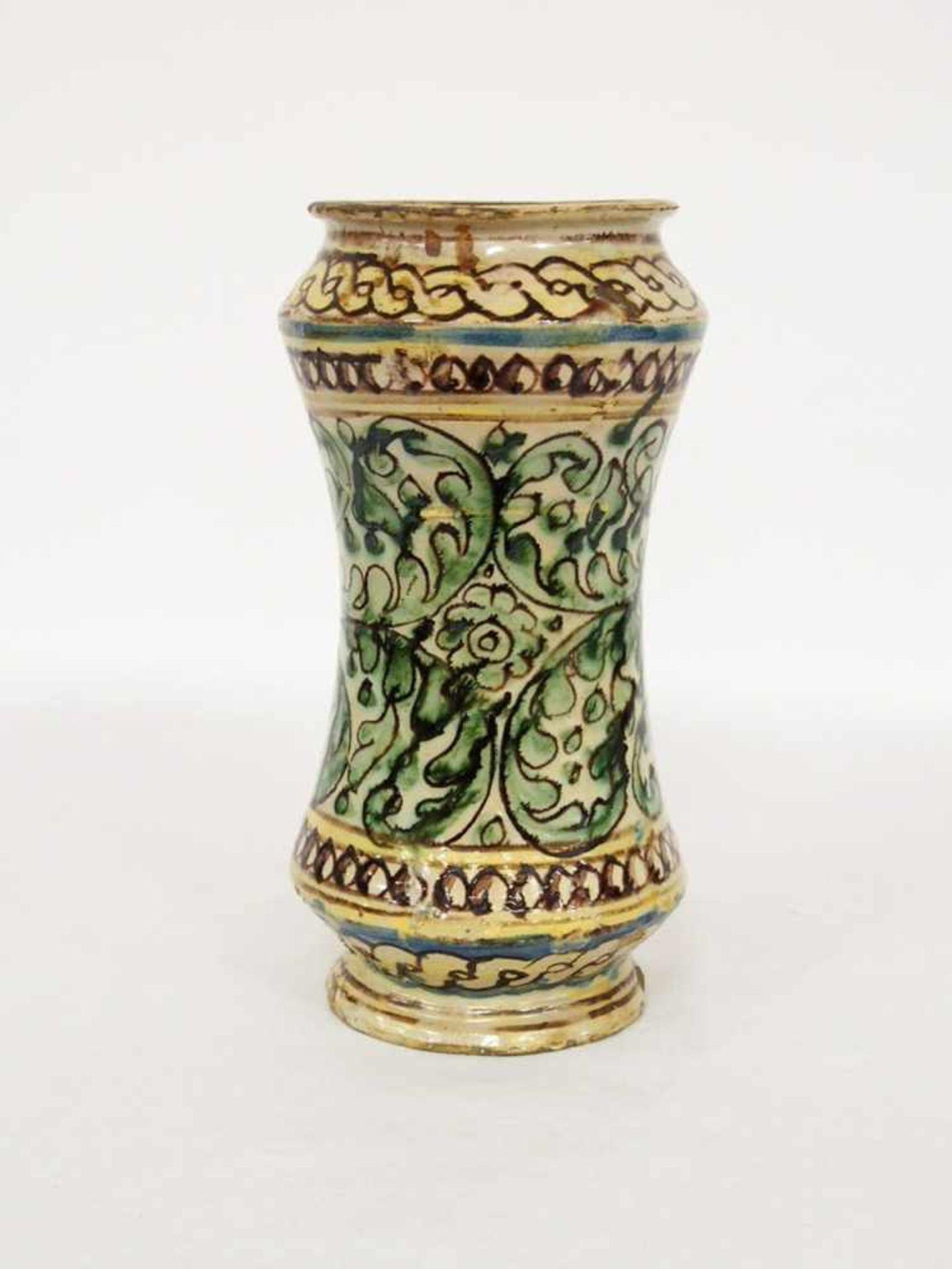 AlbarelloFayence, Rankenwerk, Medaillonkartusche mit geflügeltem Putto, Perlstab, Flechtband, - Bild 2 aus 2