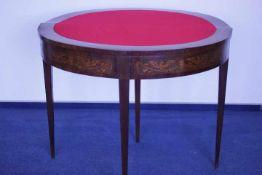 Spieltisch Mahagoniwohl 19.Jhdt.Aufklappbarin der Platte Medaillon ( Frauenbildnis )anbei Rechnung