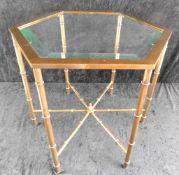 kleiner Tisch, Messing mit Glasplatte, geschliffen, 6-eckig, Platte abnehmbar,