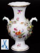 Blütenvase. MEISSEN, 1. Wahl. Blütenvase. MEISSEN 1. Wahl, 20. Jahrhundert. GefußterBlütenvase.