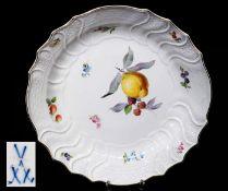 Großer Vorlegeteller mit farbiger Obst- und Blumenmalerei, MEISSEN um 1860/80. GroßerGroßer
