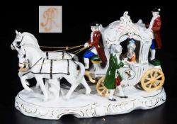 Porzellankutsche mit zwei Pferden im Rokokostil.Porzellankutsche mit zwei Pferden im Rokokostil,