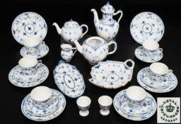 Tee-/ Kaffeeservice. ROYAL COPENHAGEN. Tee-/Kaffeeservice. ROYAL COPENHAGEN. 20. Jahrhundert. Blau-