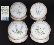 """Dessertteller aus der Serie """"Flora Danica"""" von ROYAL COPPENHAGEN. 20. Jahrhundert. Dessertteller."""