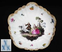Bildschale mit Watteaumalerei, MEISSEN 19. Jahrhundert. 1. Wahl. Polycrhome Malerei, reiche
