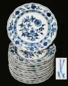 """Dessertteller, MEISSEN nach 1934, 1. Wahl. 12 Stück. Kobaltblaue Unterglasurbemalung """"Zwiebemuster"""