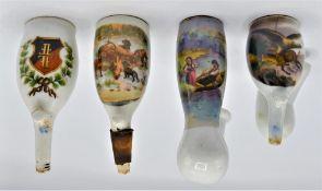 Konvolut 4 alte Porzellan Pfeifenköpfe, teilweise Risse und Beschädigungen vorhanden<b