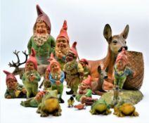 Konvolut Gartenzwerge und Gartenfiguren 19-teilig, darunter alte Heissner Gartenzwerge u. Figuren