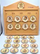 Hummel Göbel Sammelteller Miniteller 25 Stück in Holz Wandregal