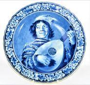 Delfter Wandteller Lautenspieler nach Frans Hals, kleine Bestossung hinten am Standring, Ø41cm<