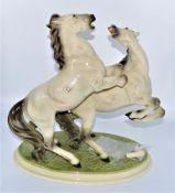 Keramos Wien Porzellanfigur Hengstgruppe, ein Bein 2 Bruchstellen (saubere Brüche, 2 Teile liege