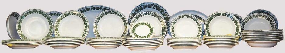 Konvolut Porzellan MEISSEN Knaufschwerter/PfeifferzeitWeinlaubdekor, z. B. Speiseteller, Platten,