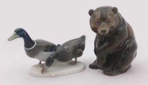 """2 Figuren Porz. ROSENTHAL """"Braunbär"""" """"Entenpaar""""Unterglasurbemalung versch. Gr. ber. Asp."""