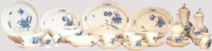 Speise-/Kaffeeservice Porzellan ROYAL COPENHAGENweiß-blau, für ca. 8 Personen, Platten, Terrinen u.