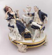 """1 Figurengruppe Porz.ROYAL DUX BOHEMIA """"Tête-à-Tête"""" Unterglasurbem. goldstaff. u.a. H ca. 32cm"""
