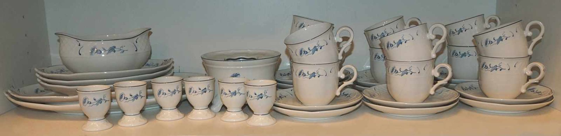 "1 Kaffee-/SpeiserestserviceVitro-Porz. Villeroy&Boch ""Val Bleu"" Asp."
