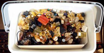 1 Konv. Parfümminiaturen Gsp. in der Plastikbox