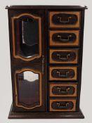 1 Konv. Schmuck: Mode u.a. in der großen Holzschatulle