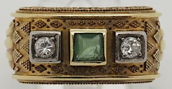 1 Damenring GG 14ct., Brill., grüner Edelstein besch., Goldschmiedearbeitca. Ringgrö
