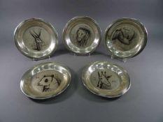 Fünf Teller, 925 Silber, Frankreichmit Gravurdekor von Bernard Buffet, Paris 1928 - 1999