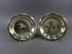 Zwei Teller, 925 SilberMirjam Verhoeff, geb. 1939, 'Pferdekopf-1973' 180/1000 und 'Wildpferde-1974',