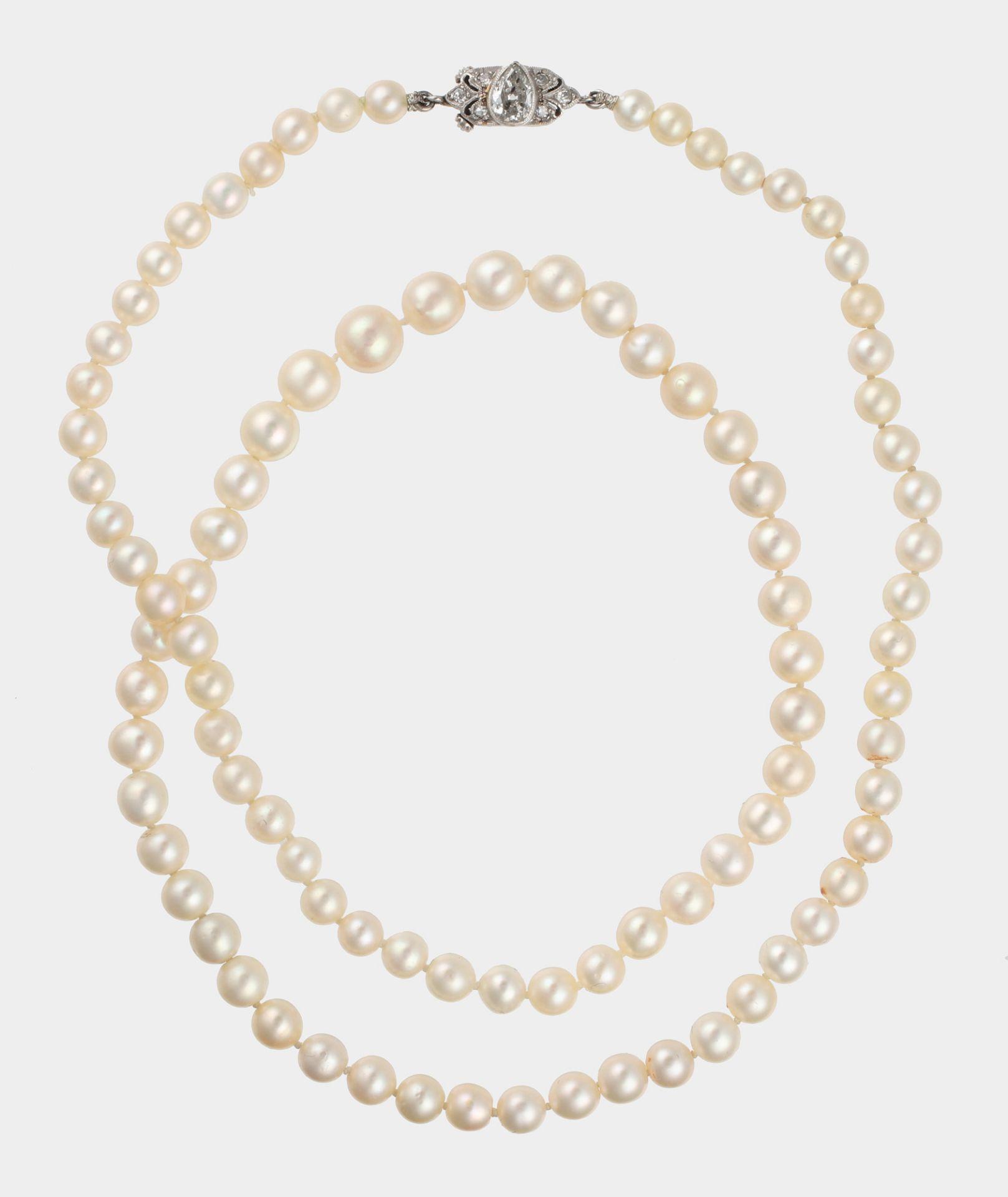 Perlcollier, um 1910, aus 92 natürlichen Perlen im Verlauf