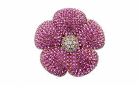 Anhänger/BroscheAnhänger/Brosche Blume 18K RG mit 0,84 ct weißen Diamanten F/vs-si und Saphiren pink