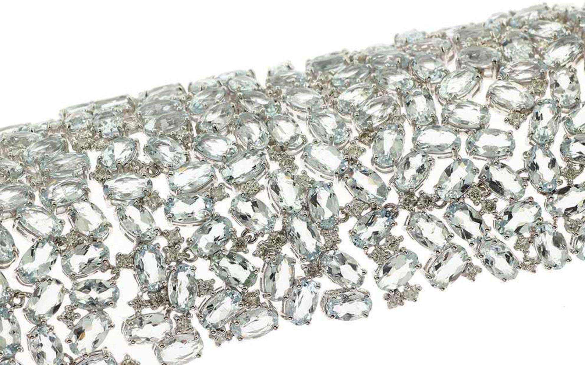 Armschmuck Armschmuck 18K WG mit 3,36 ct Diamant H/vs-si und Aquamarinen oval facettiert 67,15 ct
