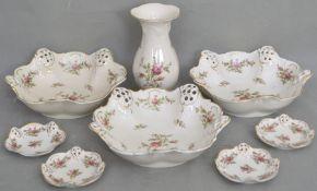 Sieben Schalen und eine Vase