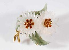Brosche in Blütenform aus Jade, Kristall und Citrinen, Fassung aus 18 kt Gelbgold<