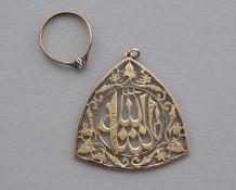 Arabischer Anhänger und Damenring mit Edelstein, 14 und 8 kt Gelbgold