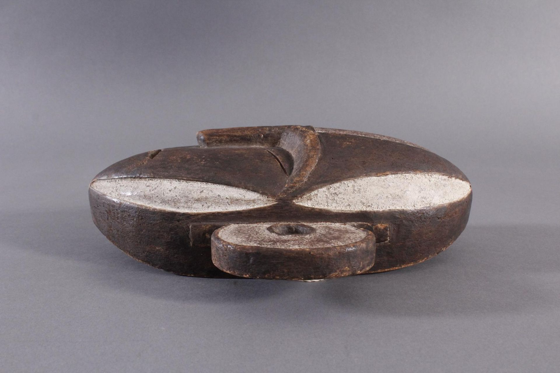 Antike Maske, Boa, Kongo 1. Hälfte 20. Jh.Holz geschnitzt, dunkle Patina, Reste weißer Bemalung, - Bild 5 aus 6