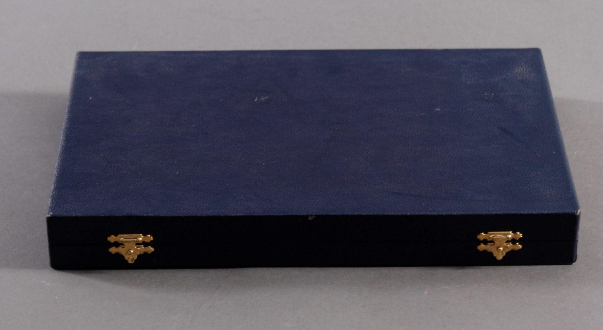 Los 1728 - 10 silberne Kaffeelöffel, ArgentDeutsche Punze, 800er Silber, in original Schatulle, ca. 110 g.