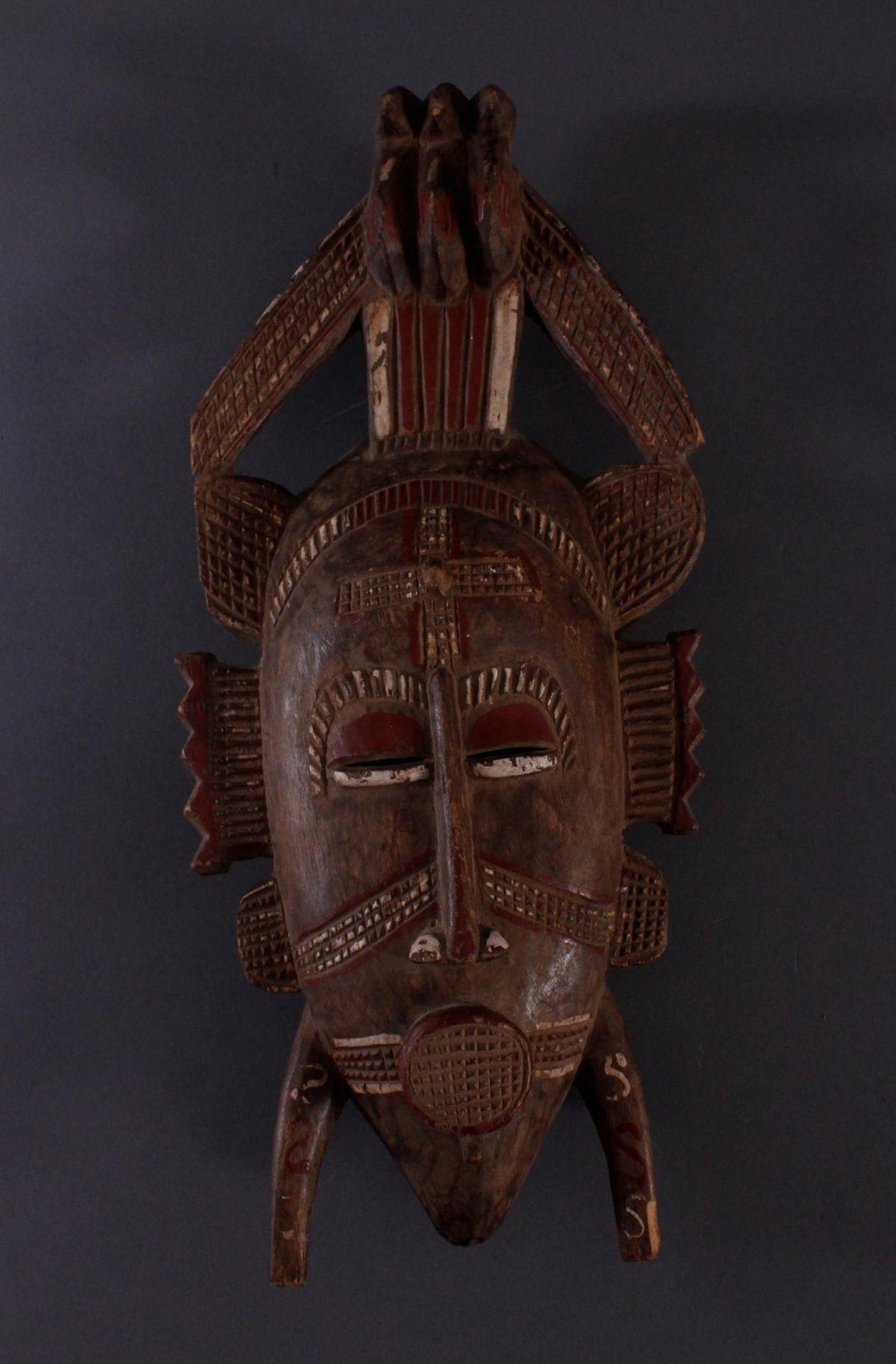 Antike Maske, Senufo, Elfenbeinküste 1. Hälfte 20. Jh.Holz geschnitzt, rotbraune und Weiße Bemalung, - Bild 2 aus 5
