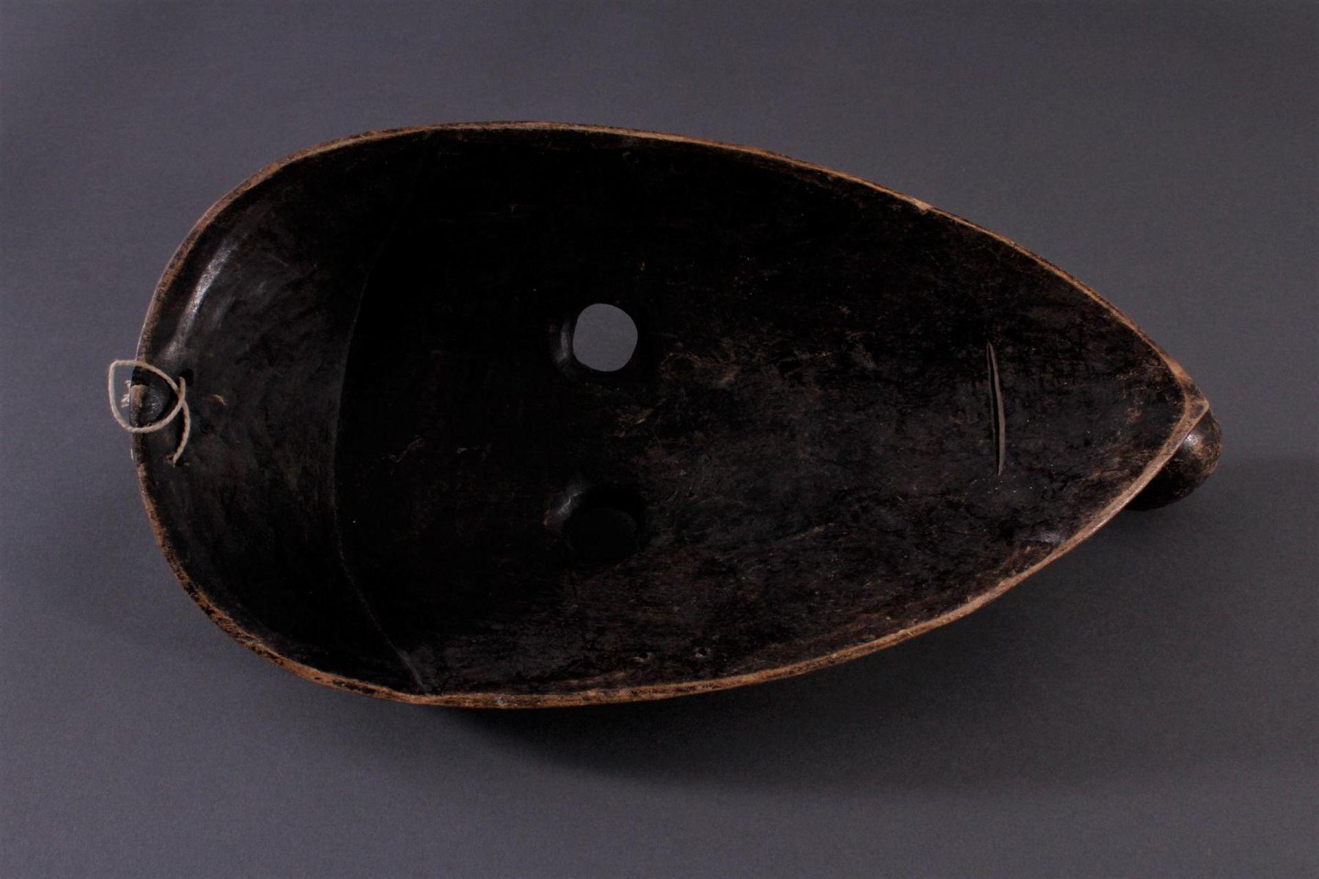 "Antike Holzmaske der Dan, 1. Hälfte 20. Jh.Holz geschnitzt, ""Pfeifenraucher"", dunkle Patina, - Bild 4 aus 4"