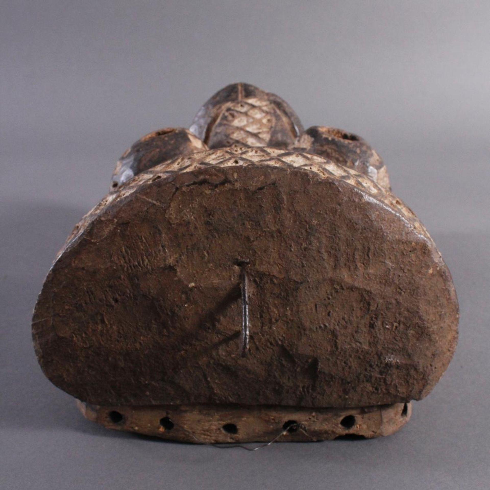 Antike Maske, Yaure Elfenbeinküste 1. Hälfte 20. Jh.Holz geschnitzt, dunkle Patina, Reste weißer - Bild 4 aus 6