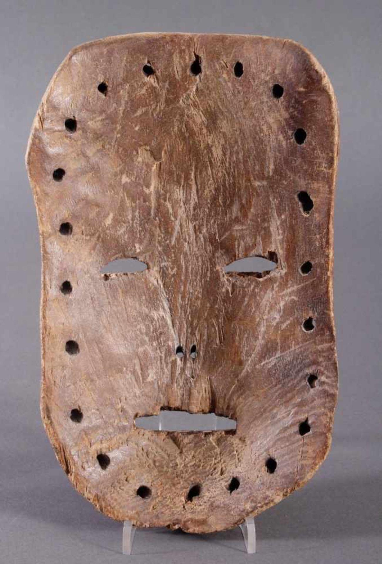 Antike Maske, Mossi, Ghana 1. Hälfte 20. Jh.Holz geschnitzt, Kalk, schwarze und rote Bemalung, ca. 6 - Bild 2 aus 3