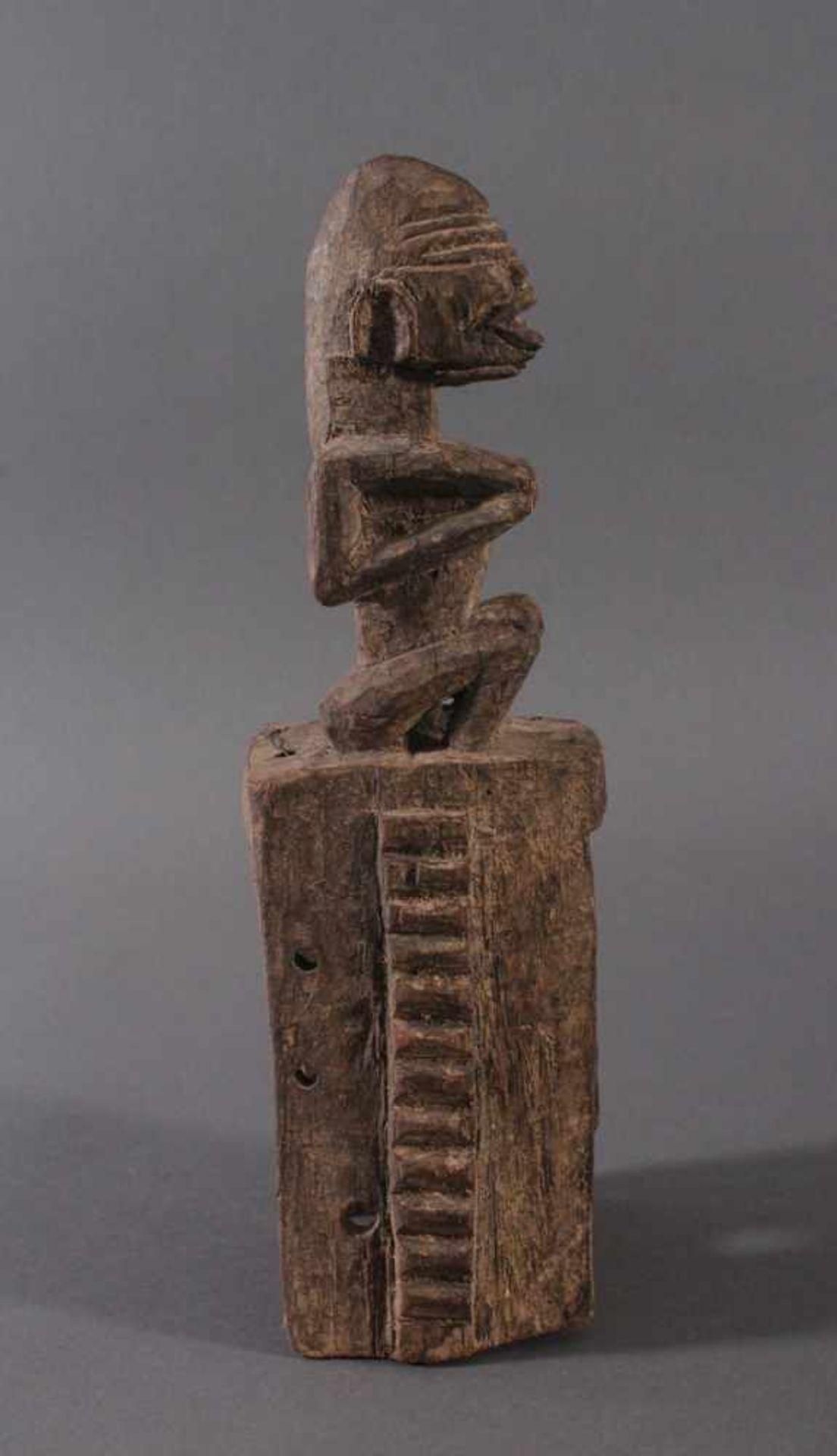 Antike Maske, Dogon, Mali, 1. Hälfte 20. Jh.Hartholz geschnitzt. Als Aufsatz zwei sitzende - Bild 2 aus 4