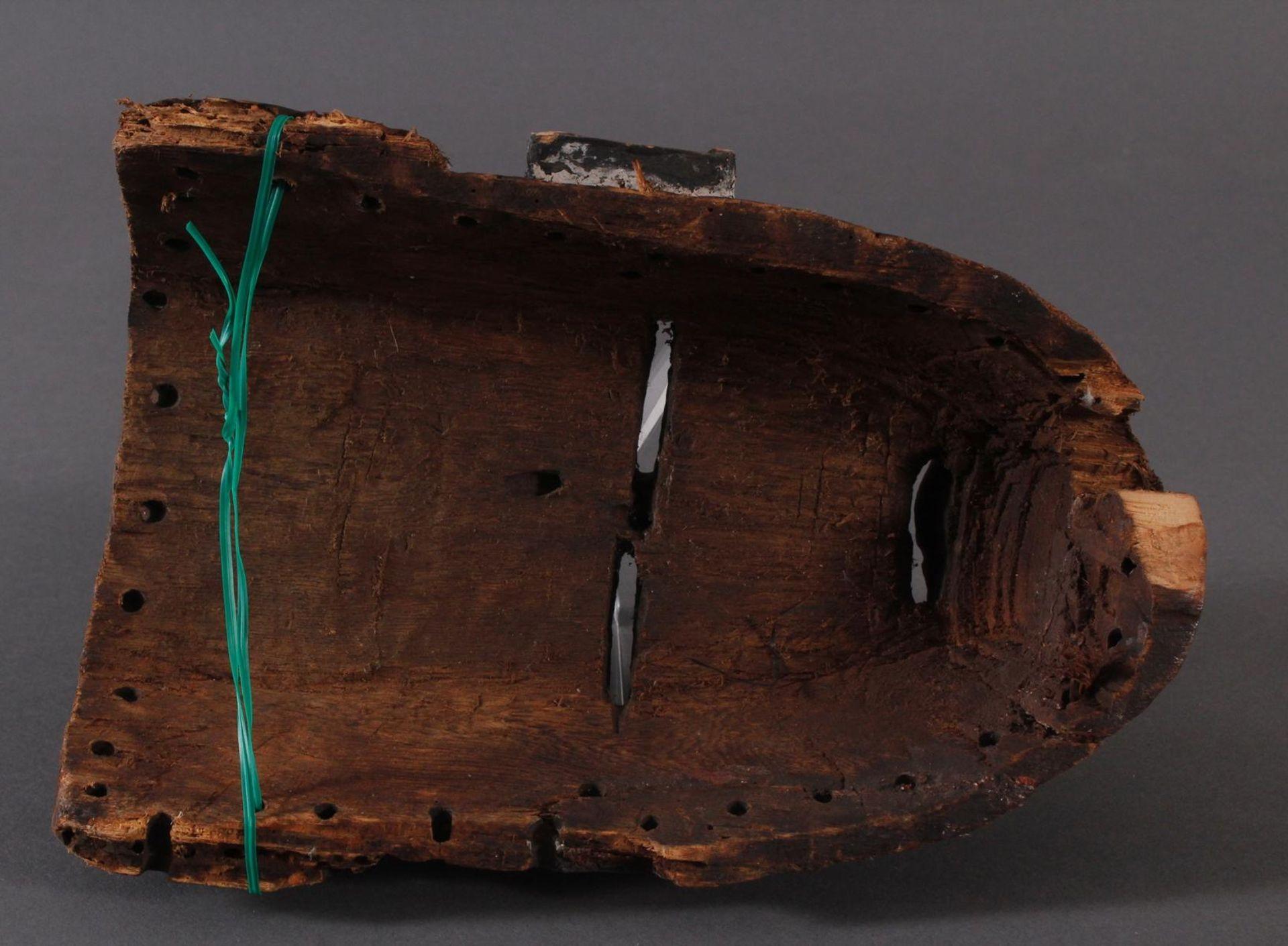 Antike Maske, Angola, Luena 20. Jh.Holz geschnitzt, dunkle Patina, Narbentatauierung, Ohren - Bild 6 aus 6
