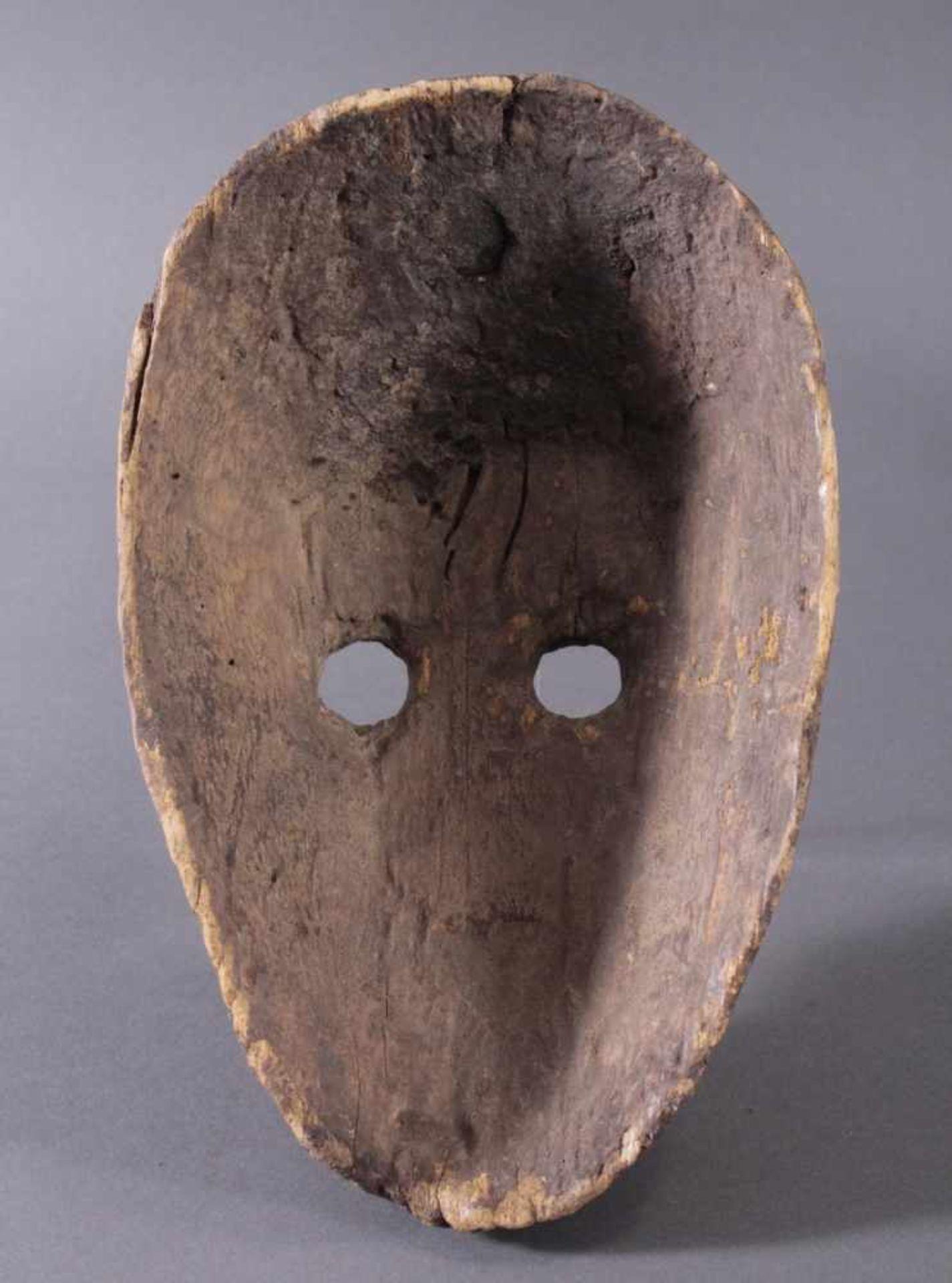 Antike Zoomorphe Maske, Makua, Tansania 1. Hälfte 20. Jh.Hartholzolz, alter Wurmfrass, dunkle Patina - Bild 6 aus 6