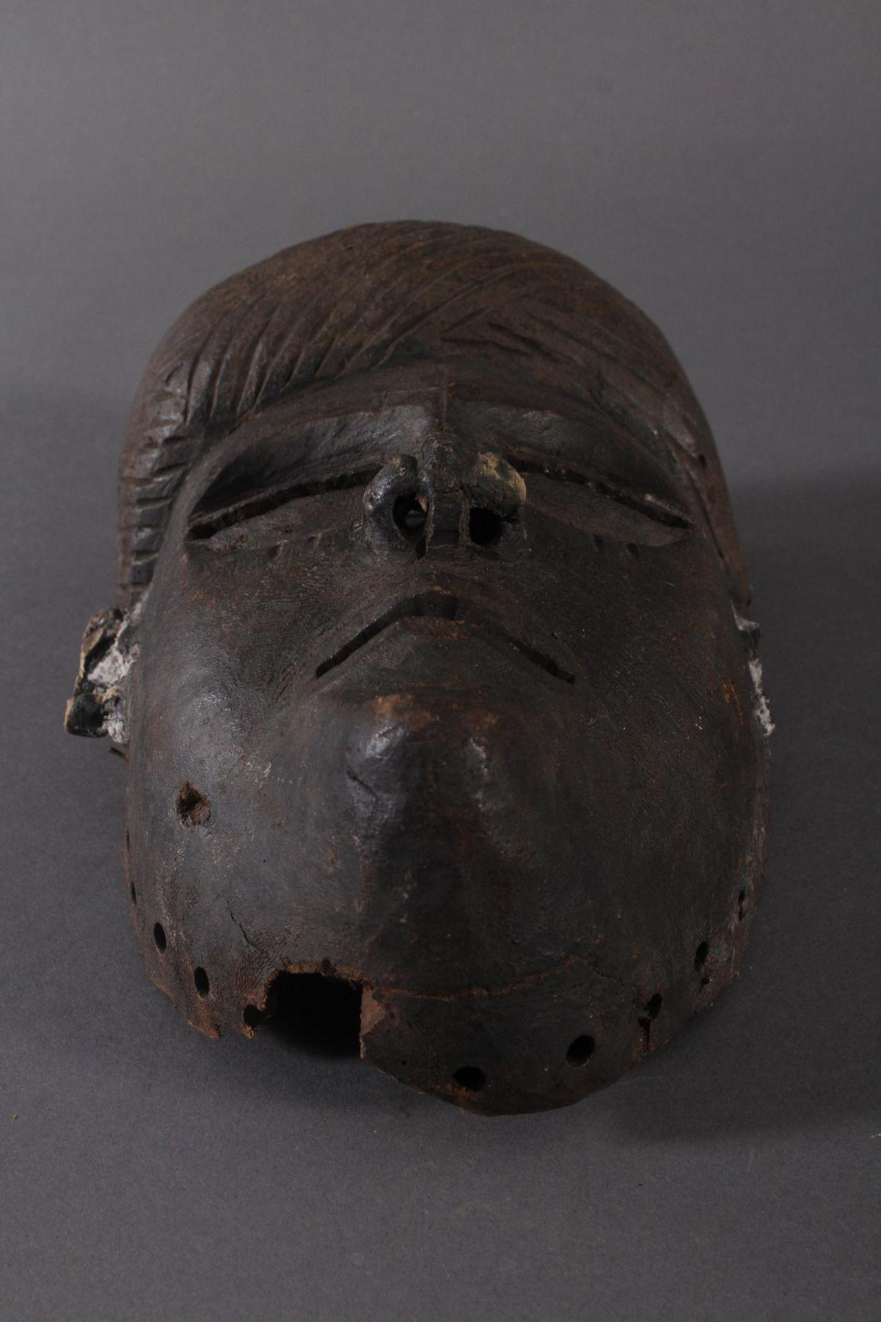 Antike Maske, Angola, Luena 20. Jh.Holz geschnitzt, dunkle Patina, Narbentatauierung, Ohren - Bild 4 aus 6