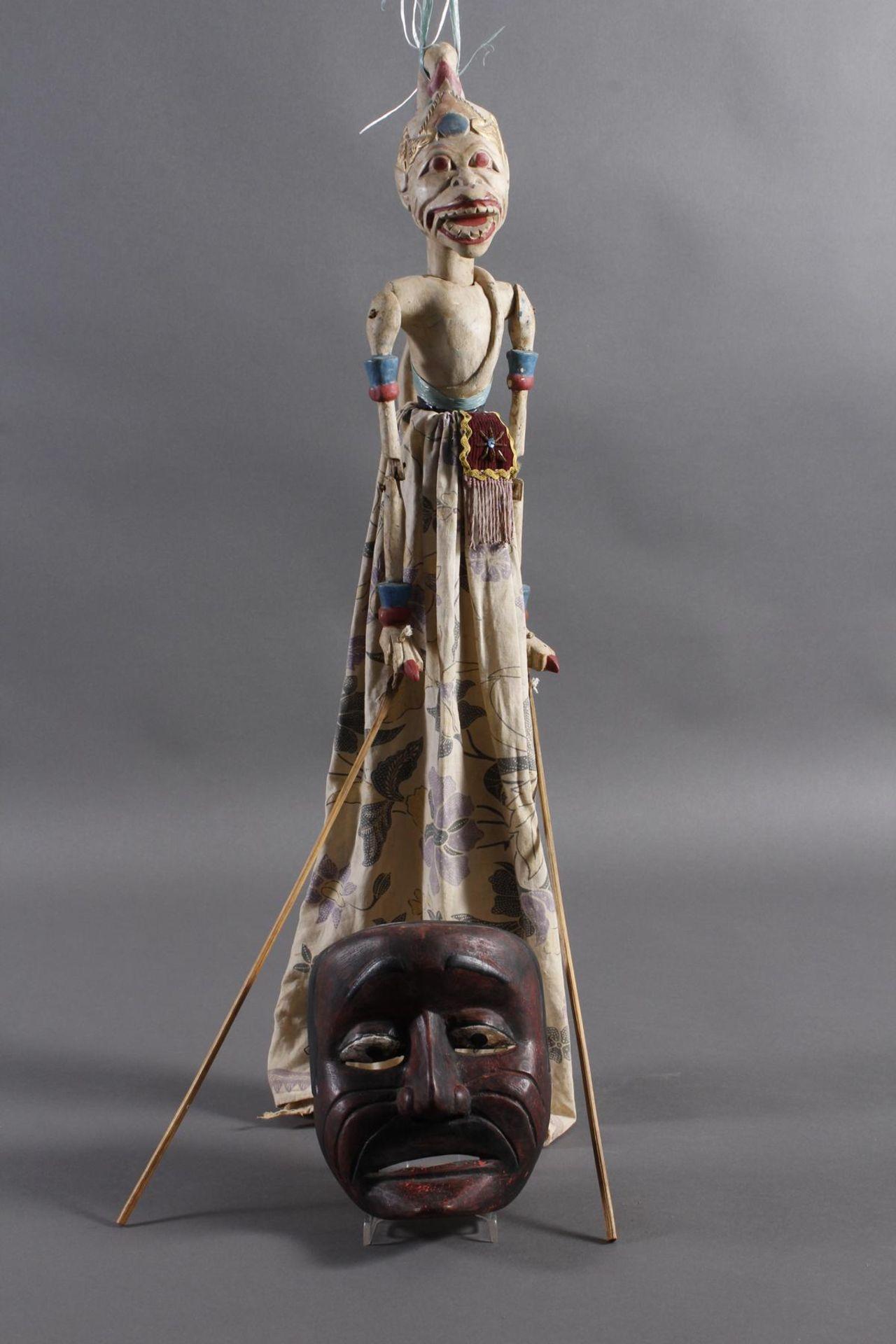 Indonesische Marionette und Maske aus der 1. Hälfte des 19. JahrhundertsGlieder und Kopf der