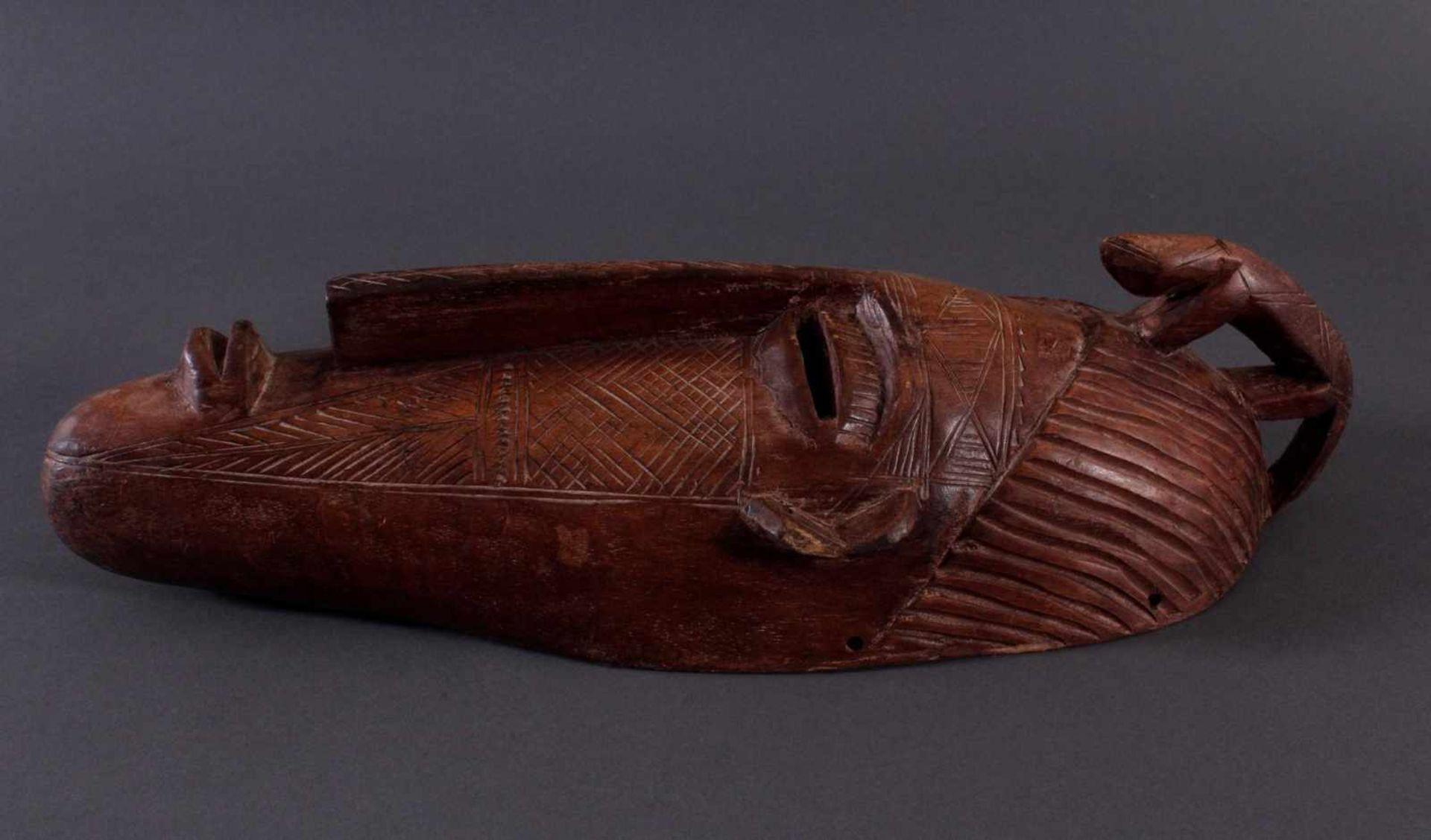 Antike Maske, Bambara, Mali 1. Hälfte 20. Jh.Holz geschnitzt, Musterritzungen, mit Chamäleon- - Bild 3 aus 6