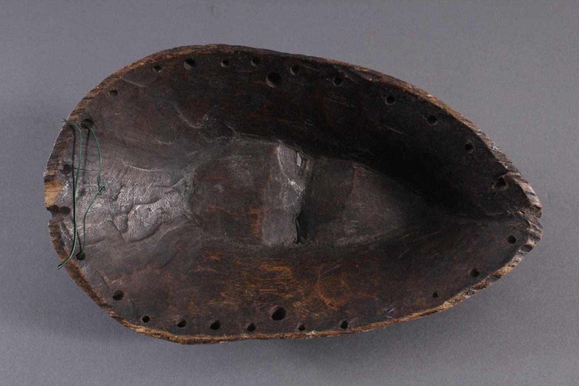 Antike Maske, Kwele-GabunHolz, geschnitzt, dunkle Patina, Narbentatauierung, ca. L-27 cm - Bild 6 aus 6