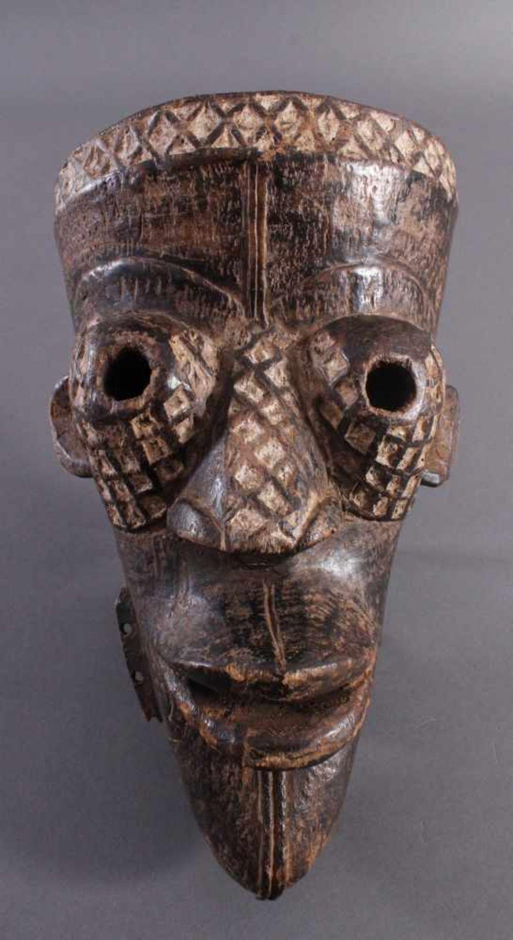 Antike Maske, Yaure Elfenbeinküste 1. Hälfte 20. Jh.Holz geschnitzt, dunkle Patina, Reste weißer