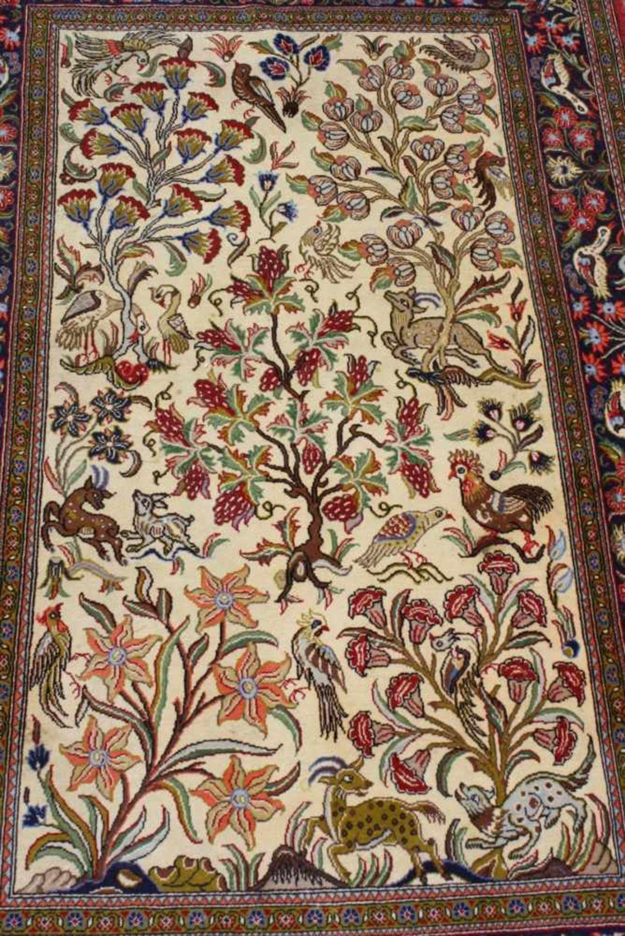 Ghom, Persien 2. Hälfte 20. Jh.Buntes Tier und Blumenmotiv, Wolle auf Wolle, ca. 105 x 167 cm - Bild 2 aus 3