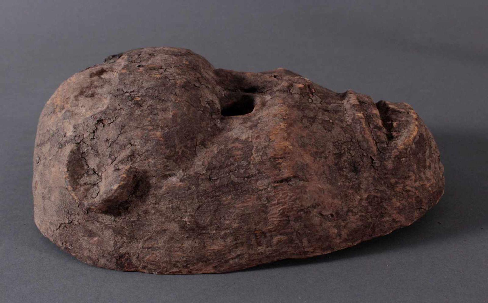 Antike Zoomorphe Maske, Makua, Tansania 1. Hälfte 20. Jh.Hartholzolz, alter Wurmfrass, dunkle Patina - Bild 2 aus 6