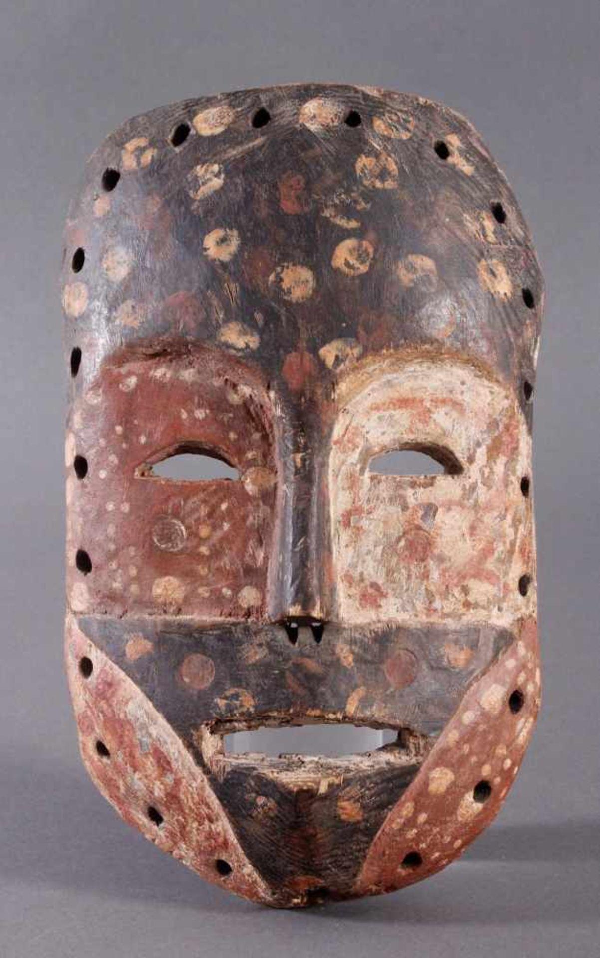 Antike Maske, Mossi, Ghana 1. Hälfte 20. Jh.Holz geschnitzt, Kalk, schwarze und rote Bemalung, ca. 6
